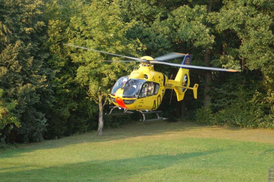 Die Neunjährige wurde nach dem Sturz mit einem Rettungshubschrauber in eine Leipziger Klinik geflogen. (Archivbild)