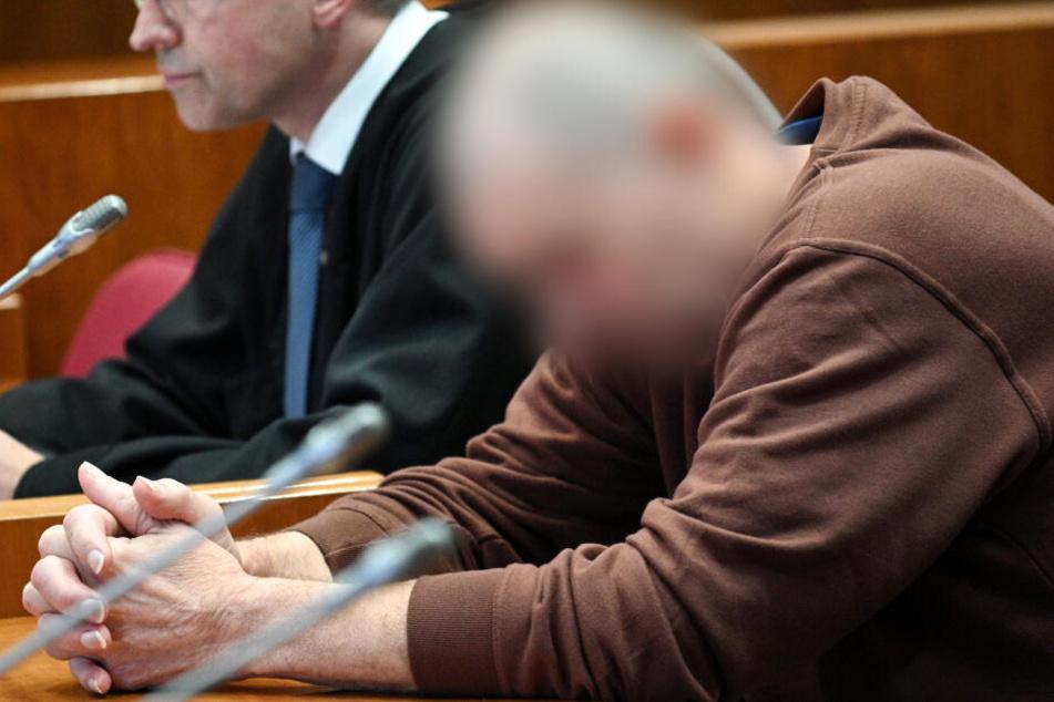 Um seine Ex-Lebensgefährtin zu bestrafen, hat ein Mann aus Troisdorf deren 43 Jahre alte Tochter erstochen.