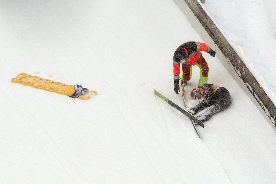 Schwerer Sturz! Skispringerin bleibt regungslos liegen