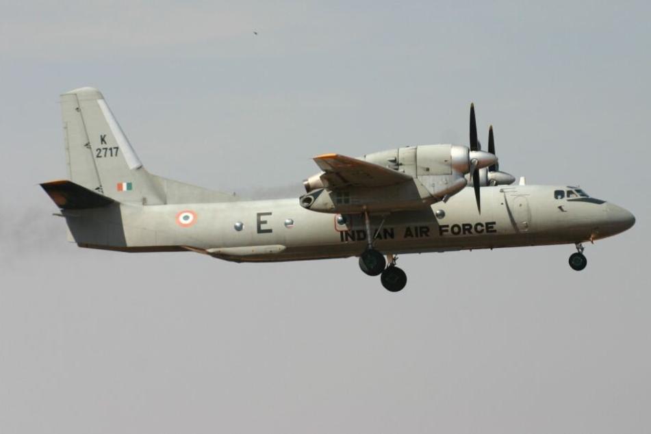 Indisches Militärflugzeug mit 13 Passagieren vermisst