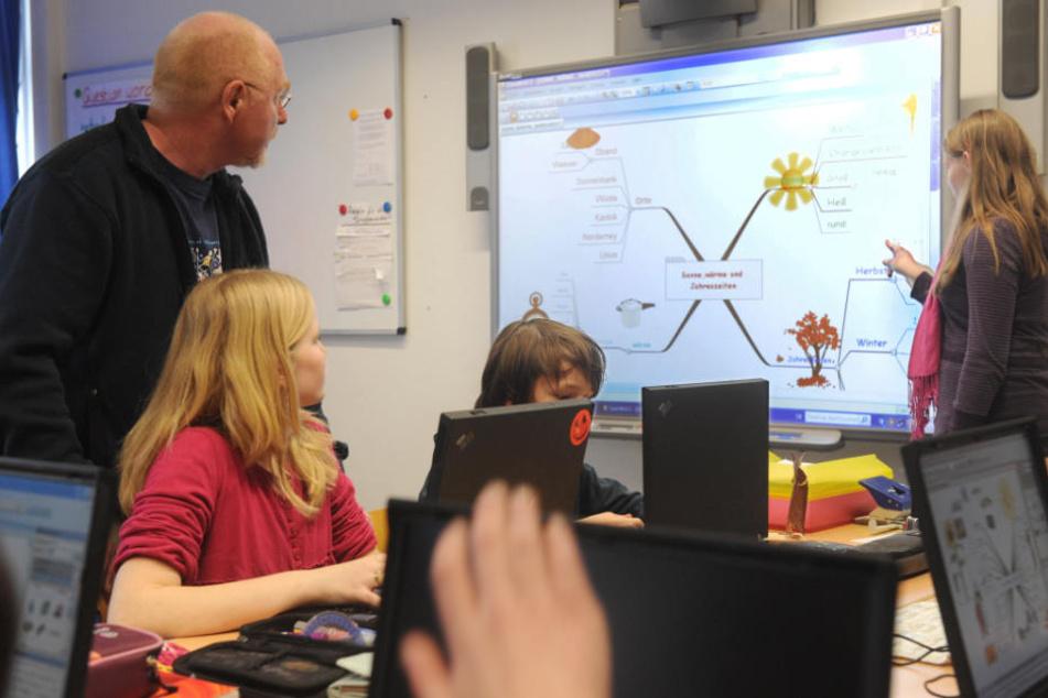 Nur Whiteboards und Computer haben es bislang in die Klassenzimmer geschafft. (Symbolbild)
