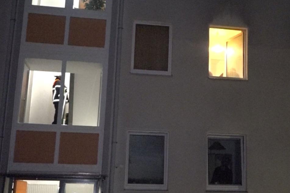 Wasserdampf löst Feuerwehreinsatz aus: Mann liegt tot in der Wohnung!