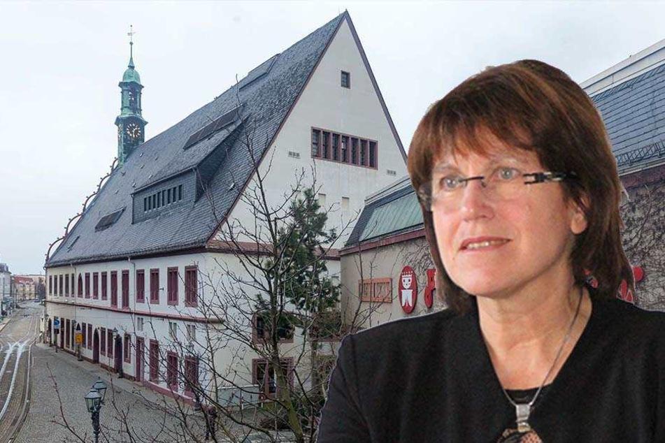 OB Pia Findeiß (60, SPD) zog am Donnerstag Bilanz. Im neuen Jahr will sie unter anderem ins Gewandhaus (l.) investieren.