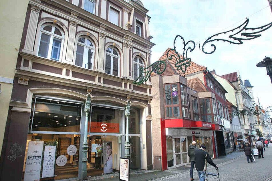 Das Haus, in dem der Optiker ist, gehört inzwischen dem Investor aus Lübbecke. Daneben sollen die neuen Gebäude entstehen.