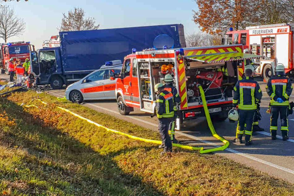 Die Feuerwehr ist bei der Unfallstelle vor Ort.