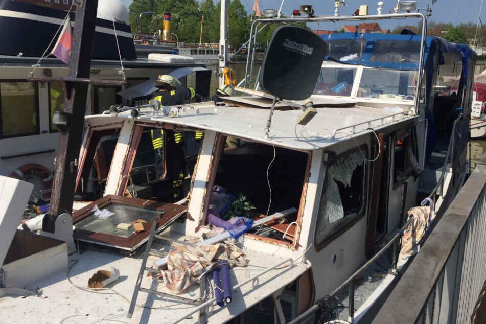 Im Hafen von Leer wurden zwei Senioren bei einer Explosion schwer verletzt.