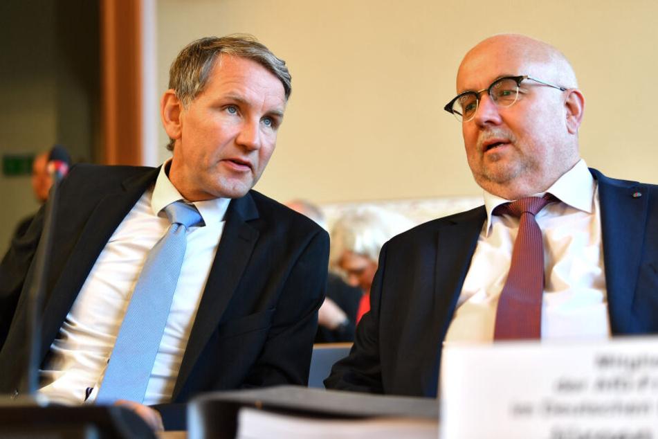 Björn Höcke, Parteichef der AfD Thüringen, kam mit dem AfD-Bundestagsabgeordneten Jürgen Pohl nach Weimar.