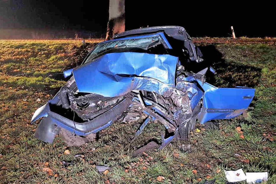Der Wagen wurde bei dem Crash völlig zerstört.