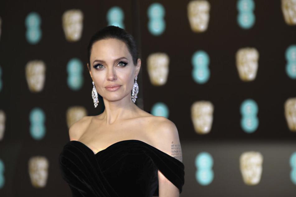 Angelina Jolie (43).