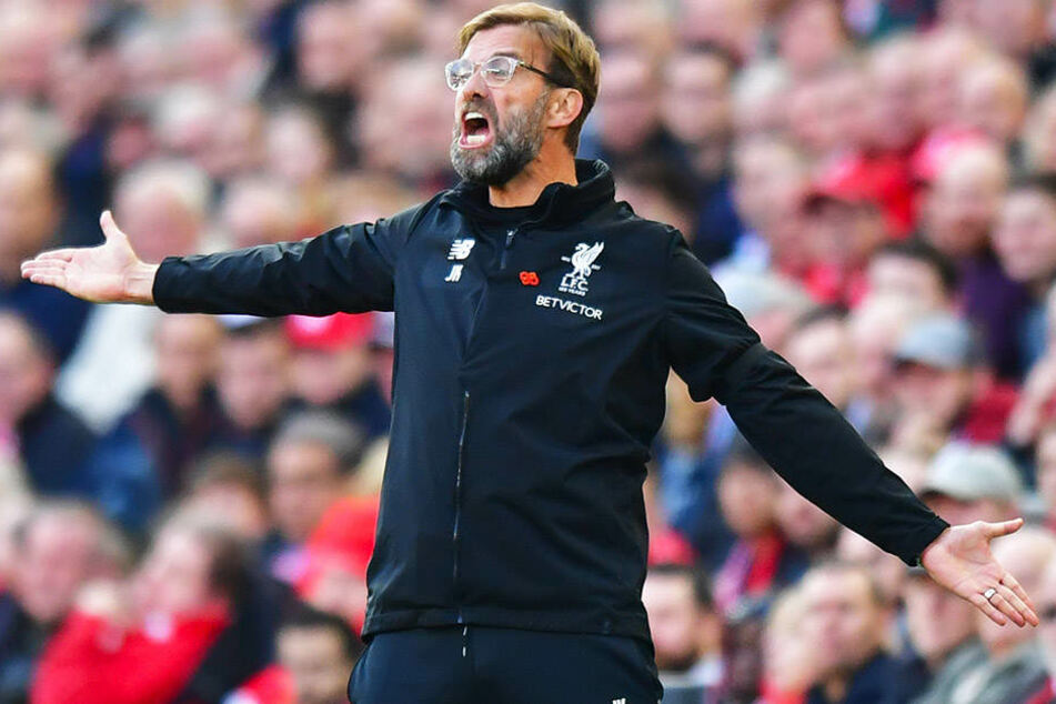 Liverpool-Trainer Jürgen Klopp wie er leibt und lebt: voller Energie am Spielfeldrand.