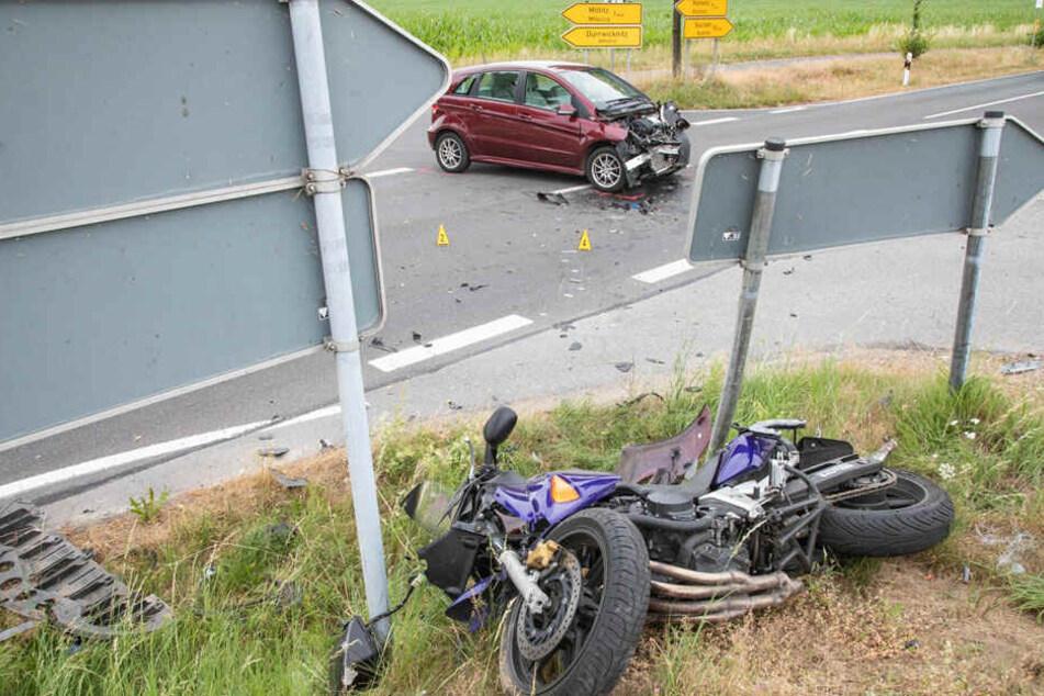 Auf der S100 kam es zwischen dem Benz und dem Motorrad zur Kollision.