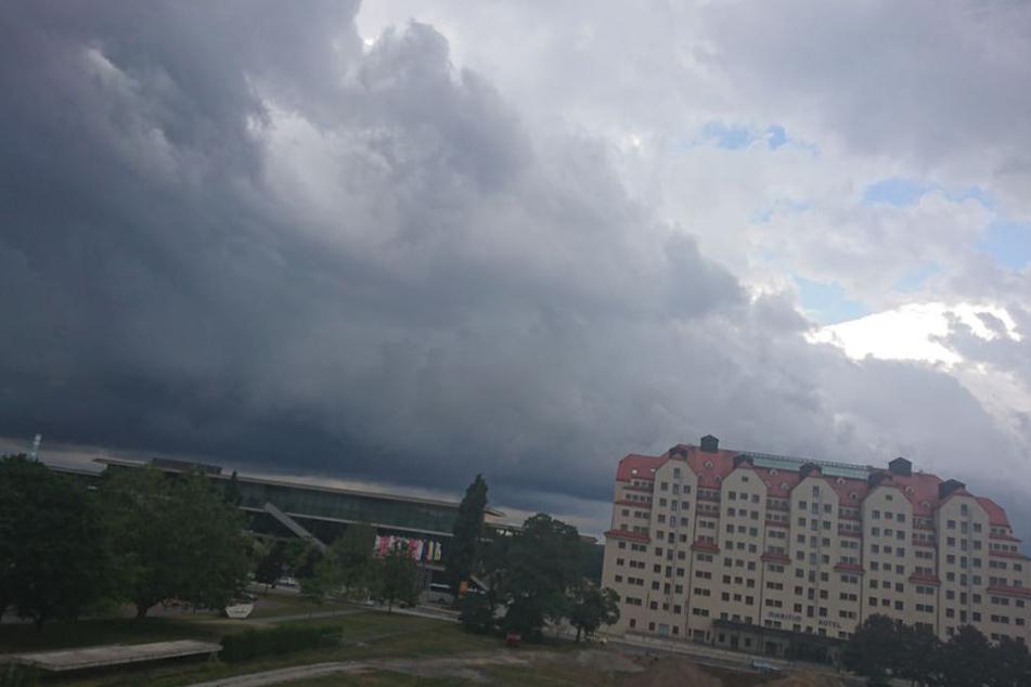 Auch in Dresden zieht sich der Himmel zu.