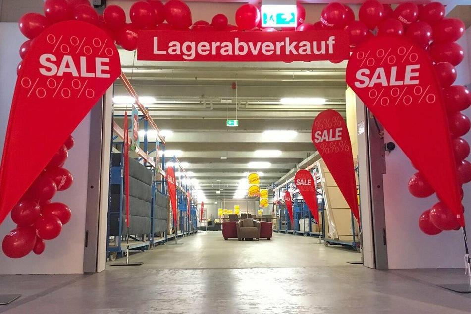 Am Dienstag (21.9.) läuft bei Höffner ein Lagerverkauf mit mega Rabatten