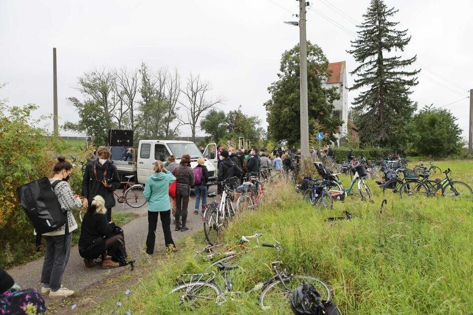 In Kursdorf machten die Demonstrierenden Mittagspause. Hier fand auch die zweite Zwischenkundgebung statt.