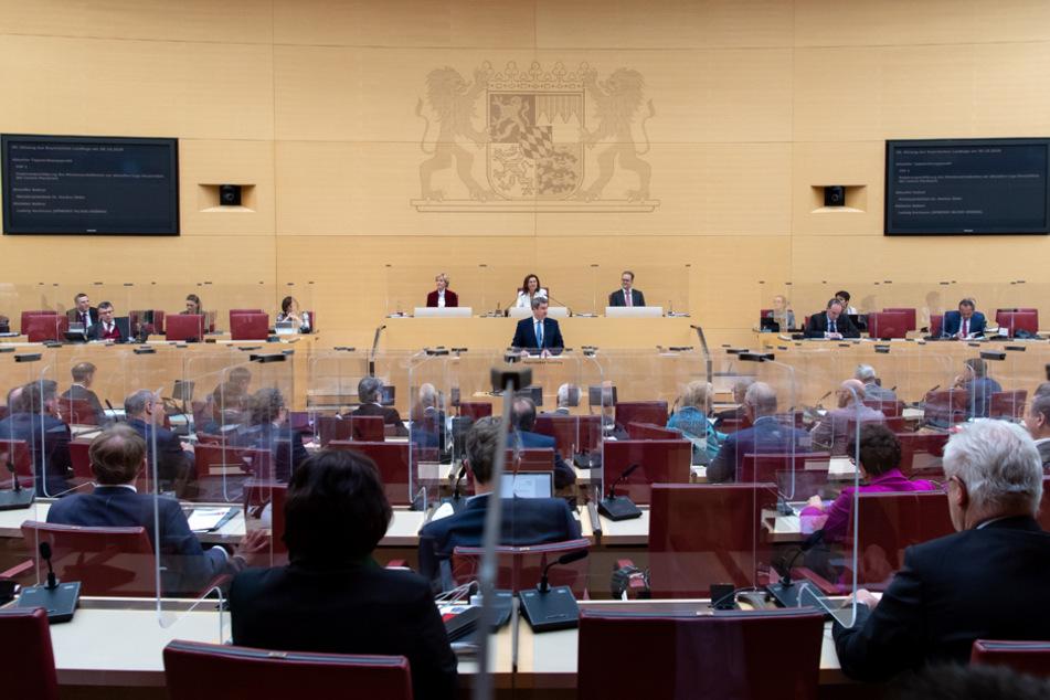 Im bayerischen Landtag steht die Mehrheit hinter den Anti-Corona-Maßnahmen.