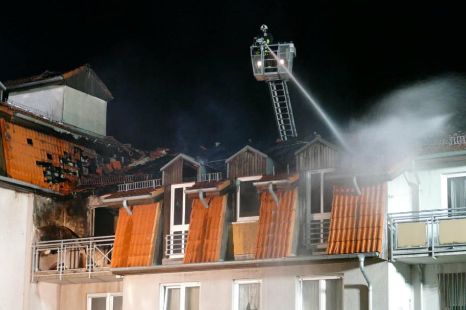 Nach tödlichem Feuer-Drama in Pflegeheim: Polizei auf Spurensuche