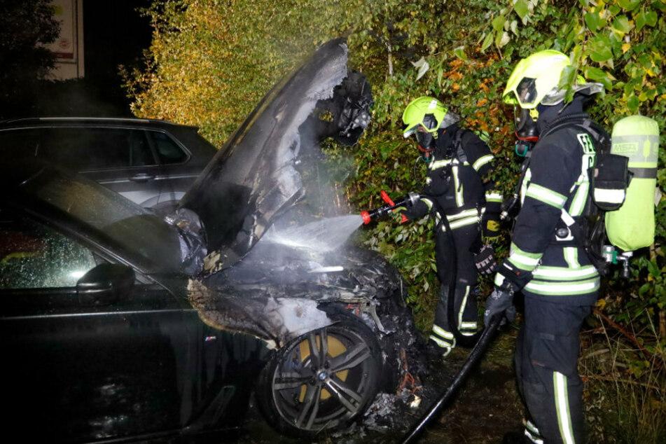 Durch den schnellen Löscheinsatz konnte ein Übergreifen des Feuers auf andere Fahrzeuge verhindert werden.
