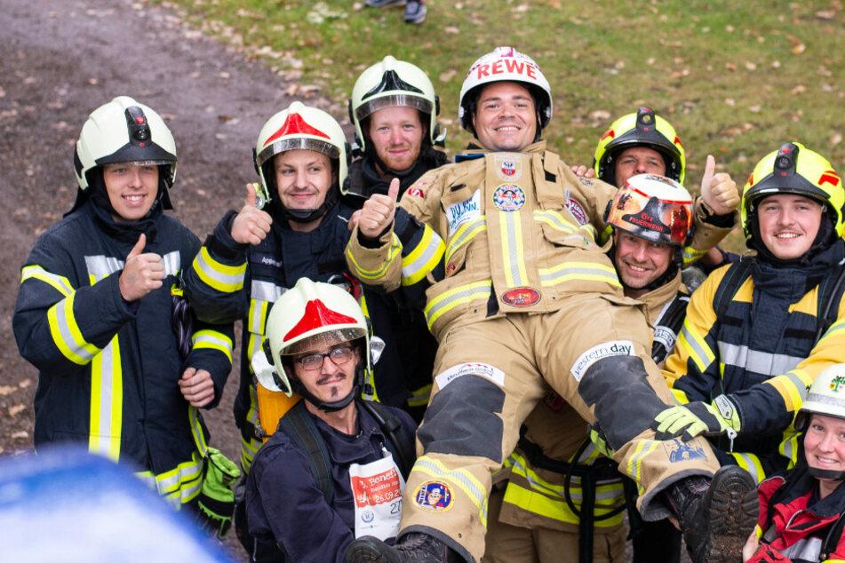 Feuerwehrmann läuft 374 Kilometer in Vollmontur und hat wichtige Botschaft