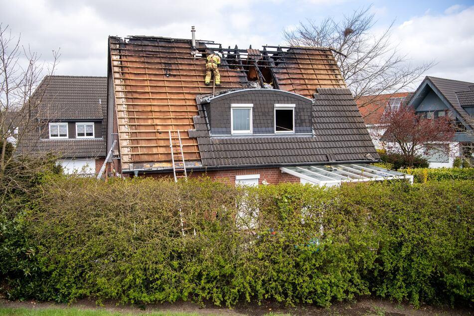 Nach verheerendem Brand mit vier Toten: Polizei nimmt Ermittlungen auf