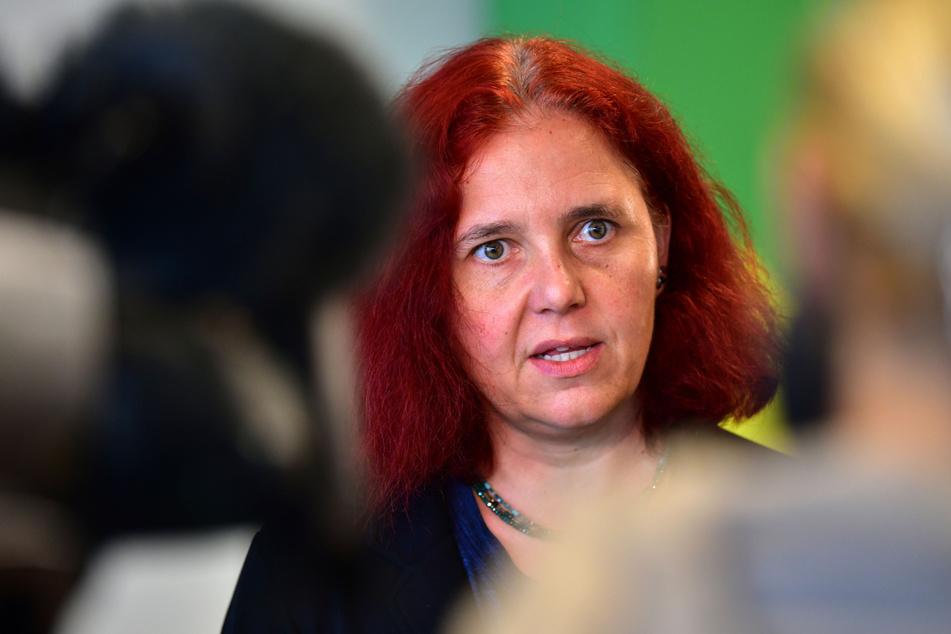 Die Fraktionsvorsitzende der Thüringer Grünen, Astrid Rothe-Beinlich (47), hat kritisiert, dass Flüchtlinge vor ihrer Rückkehr in ihre Heimat in Abschiebehaft kommen.
