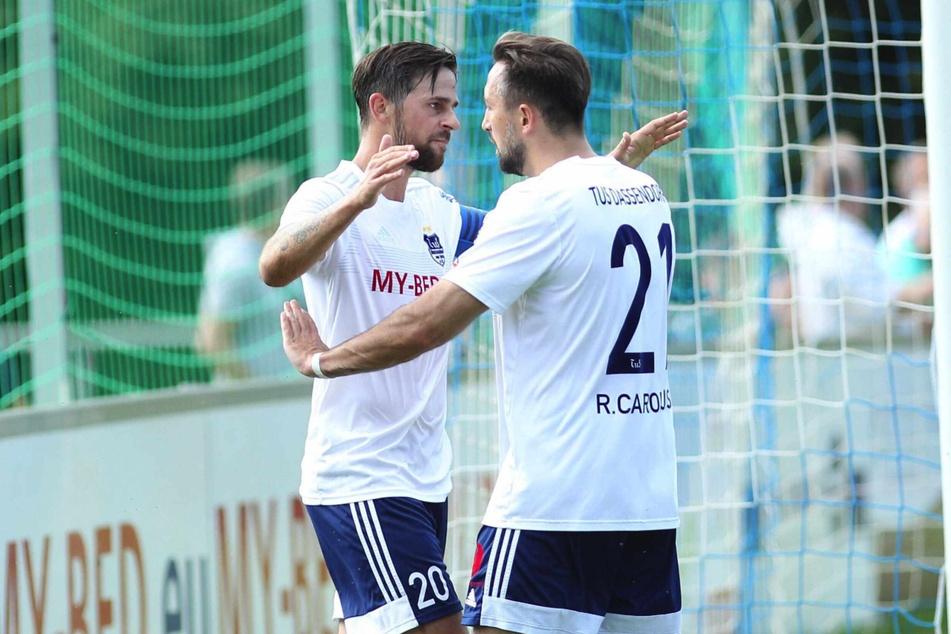 Torschützen unter sich: Während Martin Harnik (34, links) vier Tore zum 5:2-Sieg der TuS Dassendorf beisteuerte, erzielte Rik Carolus einen Treffer.