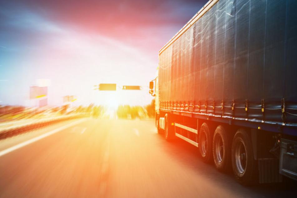 Lastwagen erfasst mehrere Menschen: Frau (41) stirbt, doch der Fahrer (22) setzt seine Tour fort