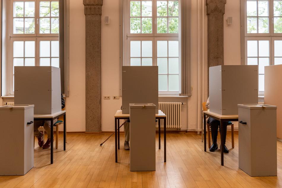Alle bis zu den Sommerferien in Sachsen geplanten Wahlen werden verschoben.