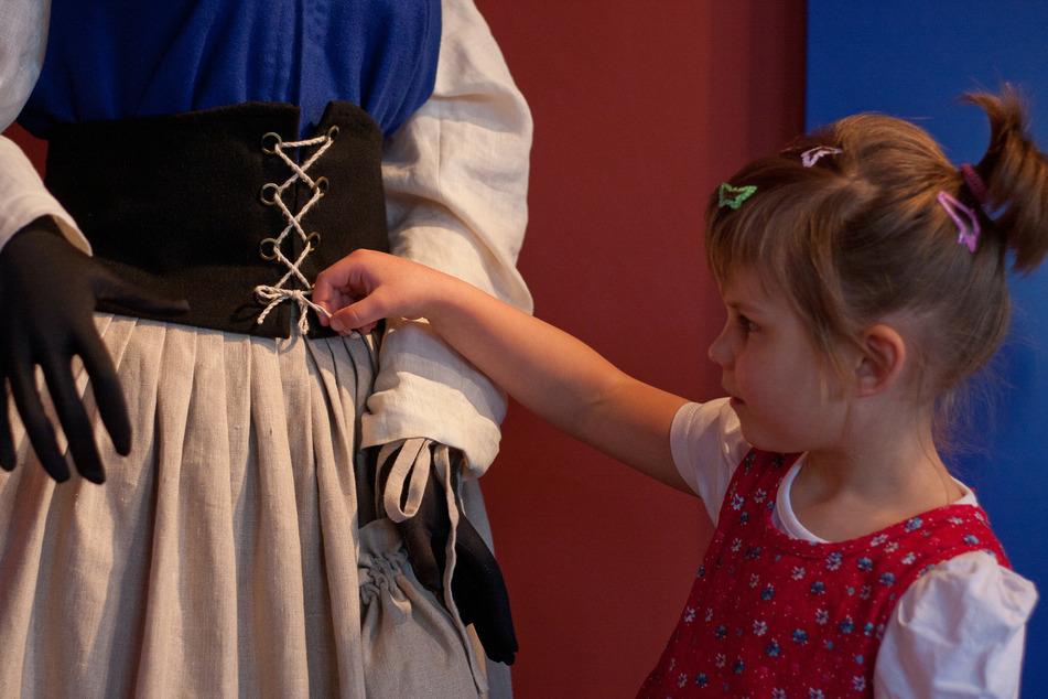 Im Schloss Rochsburg könnt Ihr 1000 Jahre Modegeschichte entdecken.