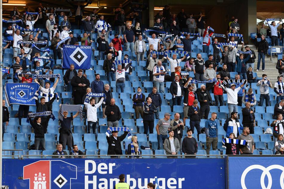 2. Bundesliga, Hamburger SV - Fortuna Düsseldorf, 1. Spieltag im Volksparkstadion. Fans im Stadion.