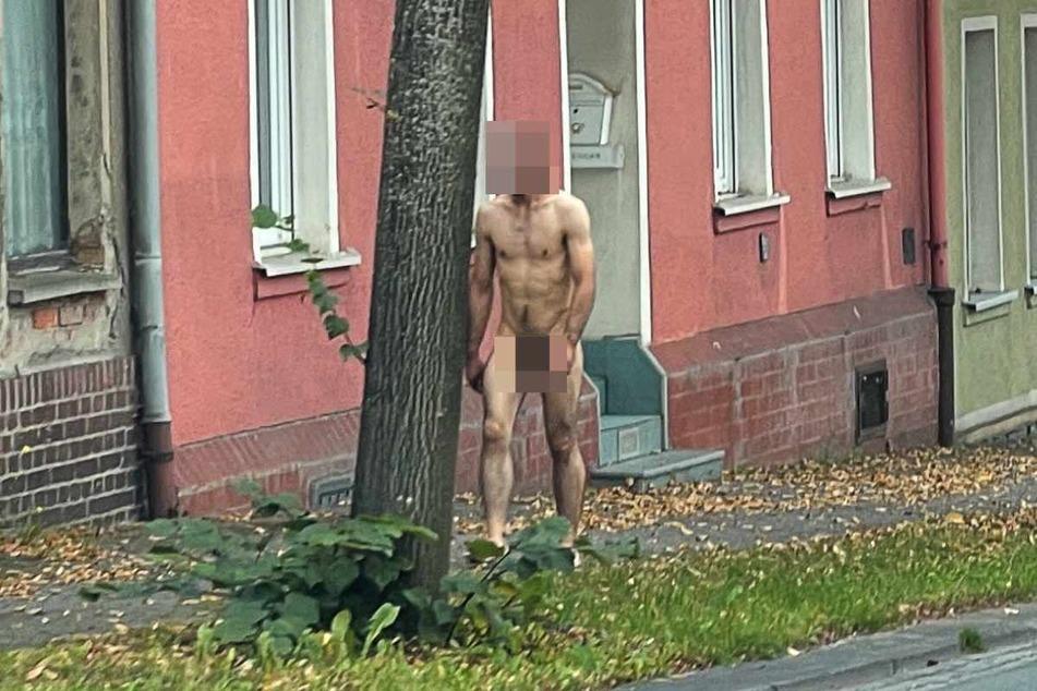 Nanu! In Auerbach (Vogtland) war am Freitag ein nackter Mann unterwegs.