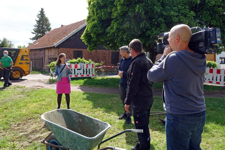 """Im ersten Beitrag von """"Tagesthemen mittendrin"""" nimmt Moderatorin Nadja Storz die Zuschauer mit nach Bollstedt."""