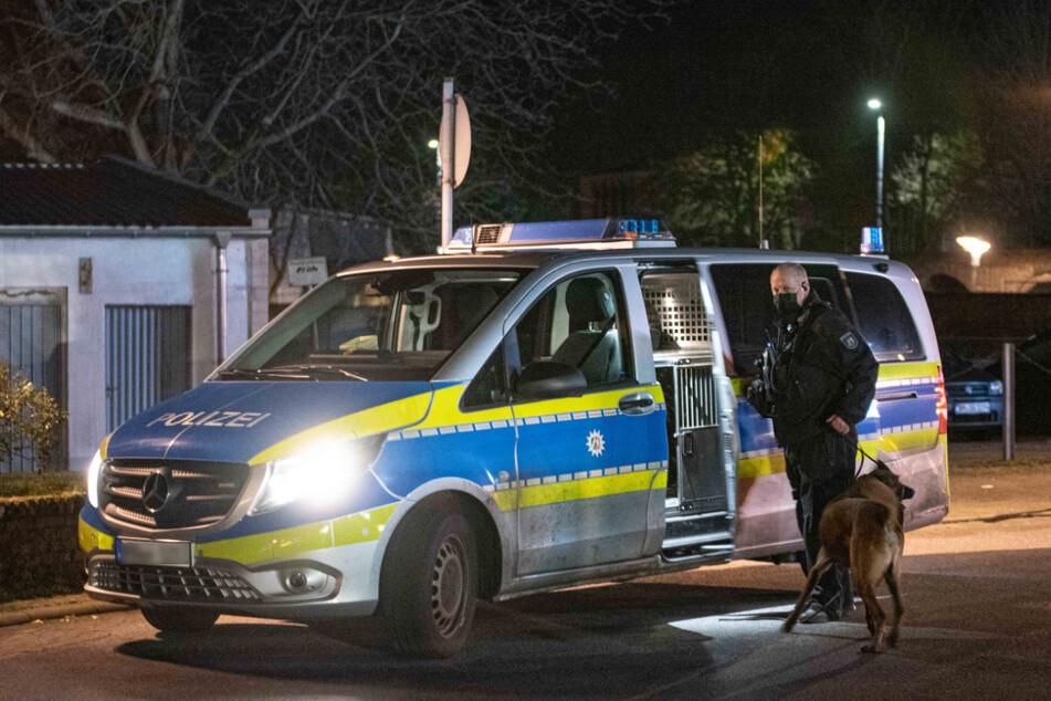 Die Polizei ermittelt, nachdem in Bergheim ein 33-jähriger Mann durch Schüsse ums Leben gekommen ist.