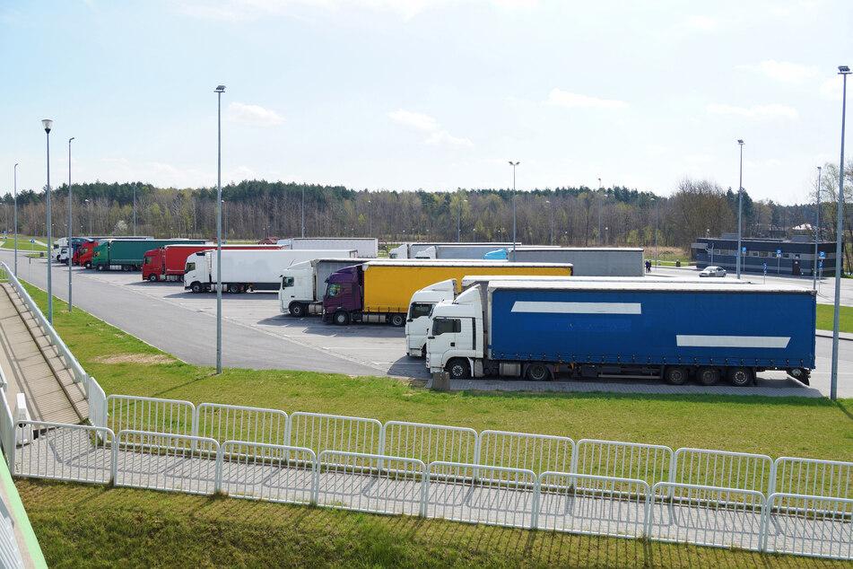 Angriff auf Parkplatz: Männer verprügeln Lastwagenfahrer
