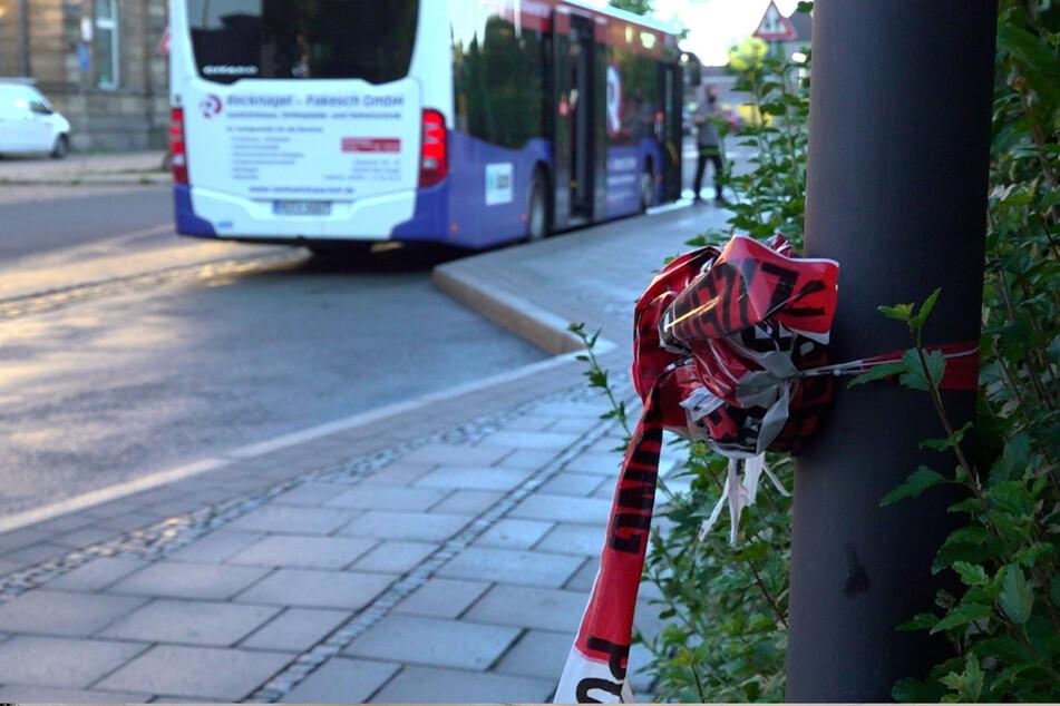 Der Busfahrer wollte an einer Bushaltestelle in Hof einen Streit schlichten und wurde dabei tödlich verletzt.