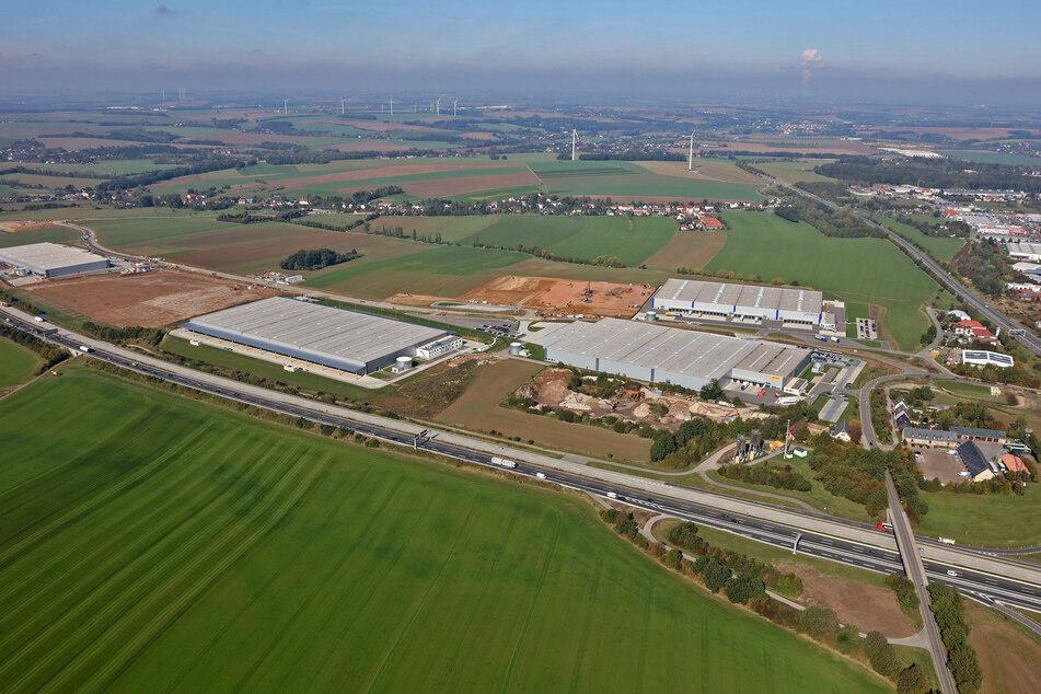 Auf der Freifläche links baut VW für 40 Millionen Euro sein neues Werk auf Meeraner und Crimmitschauer Boden.