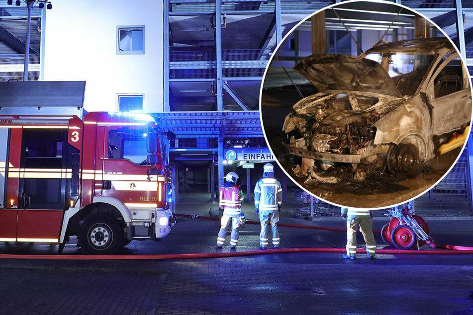 Dresden: Flammen im Parkhaus! Fiat Panda in Strehlen komplett abgefackelt