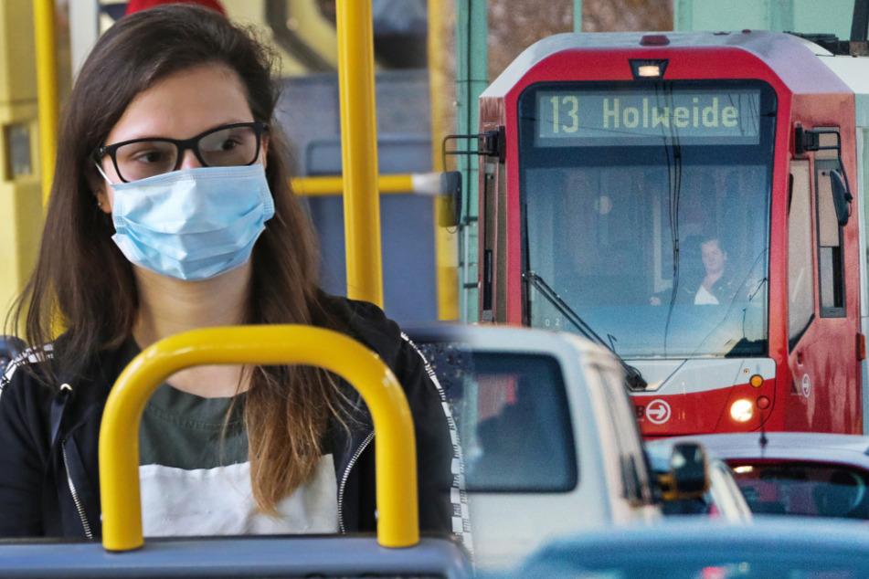 Fahrgäste müssen in Bus und Bahn Maske tragen. (Fotomontage)