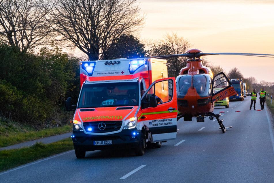Ein Hubschrauber landete an der Unfallstelle.