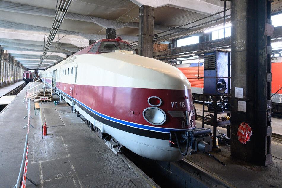 Der Schnelltriebwagenzug der Baureihe VT 18.16 aus DDR-Zeiten steht in Dresden, gehört dem DB-Museum Nürnberg und wird jetzt von einem Club aus Görlitz wieder instand gesetzt.