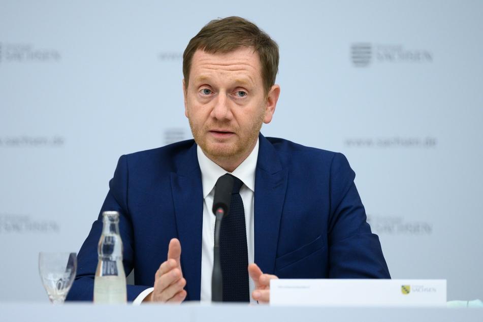 Sachsens Ministerpräsident Michael Kretschmer sieht noch keine Möglichkeit für eine Lockerung der Corona-Beschränkungen.