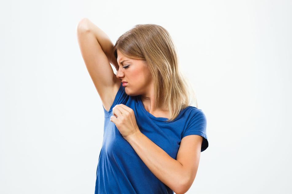 Deodorants ohne Aluminium können oft nicht zuverlässig vor unangenehmen Gerüchen schützen.