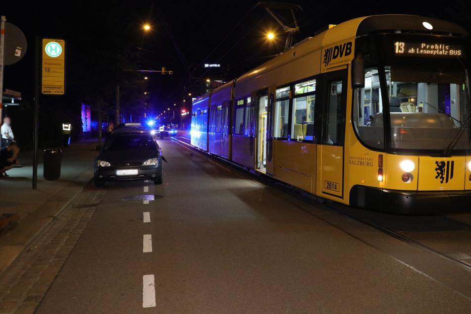 Die Straßenbahnlinie 13 Richtung Prohlis musste nach dem Unfall in der Nacht vorübergehend stillstehen.