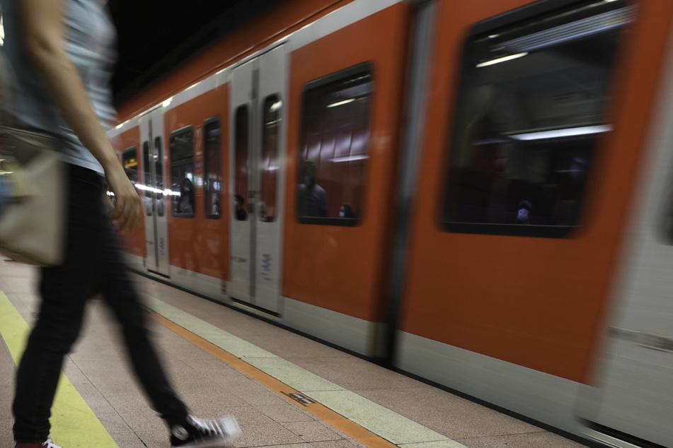 Fahrgäste der S-Bahn müssen nun häufiger Bus fahren. (Symbolbild)
