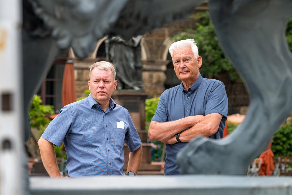 Der technische Direktor Jan Seeger (55, l.) und der bauleitende Architekt Christian Kopp (72) beobachten den Abbau.
