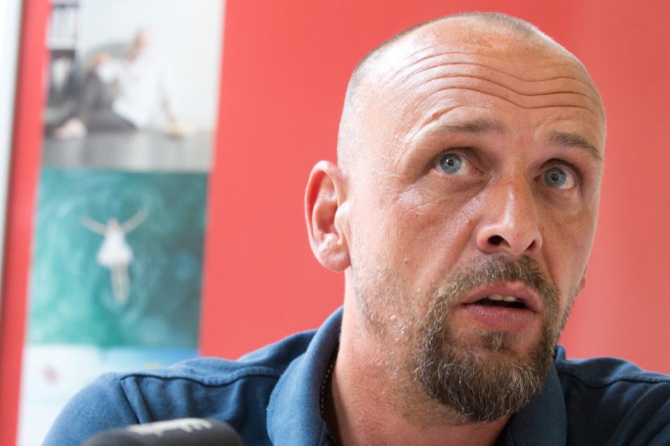 Holger Stanislawski (50) hat früher den FC St. Pauli trainiert und betreibt nun einen Supermarkt.