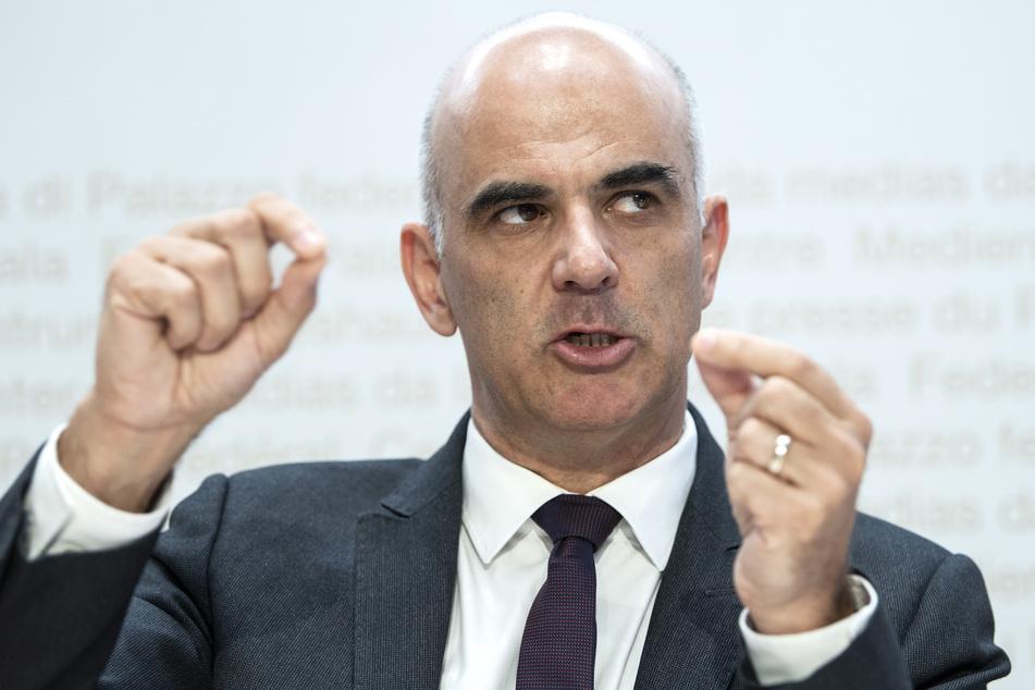 """Gesundheitsminister Alain Berset bezeichnet die Schweiz nach wie vor als """"Hotspot""""."""