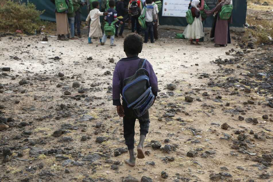 Die Coronavirus-Pandemie bedroht nach einem Bericht des UN-Flüchtlingshilfswerks UNHCR die Zukunftschancen von Millionen minderjährigen Flüchtlingen.