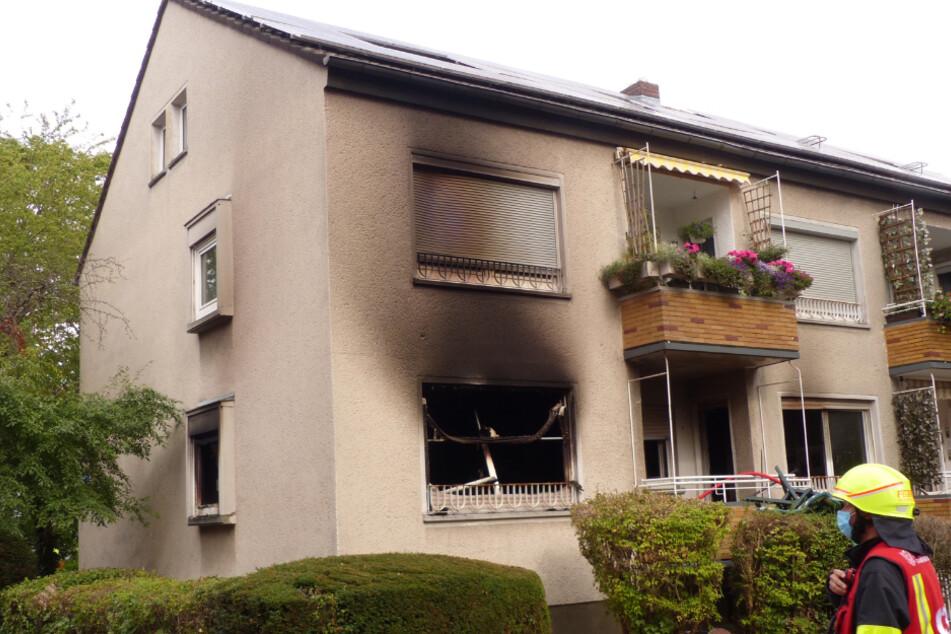 Frankfurt: Frankfurt: Feuerwehr rettet sechs Menschen aus brennendem Wohnhaus