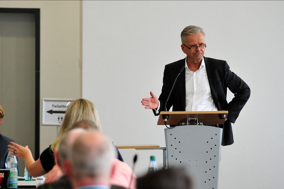Kaum hatte die Sitzung begonnen, da rechnete CDU-Chef Tino Fritzsche (58) heftig mit der Verwaltung ab. (Archivfoto)