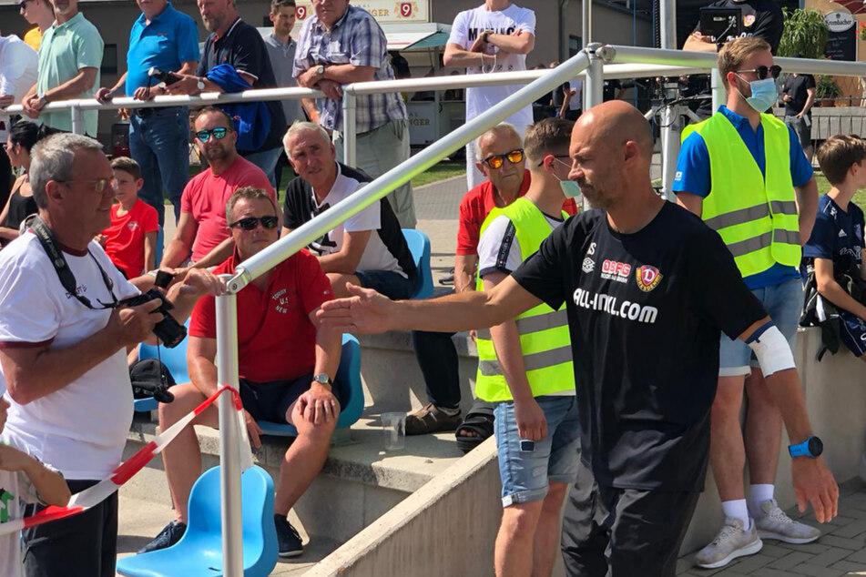 Trainer Alexander Schmidt (52) siegte vor einigen Tagen mit seinen Dynamos denkbar knapp gegen Eintracht Braunschweig mit 1:0. Am Mittwoch werden die Szenen des Spiels noch einmal ausführlich im Video-Studium unter die Lupe genommen und mit dem Team ausgewertet.